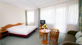Standard sarok szoba kihúzható kanapéval