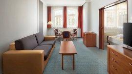Apartszoba- belső tér: kanapéval